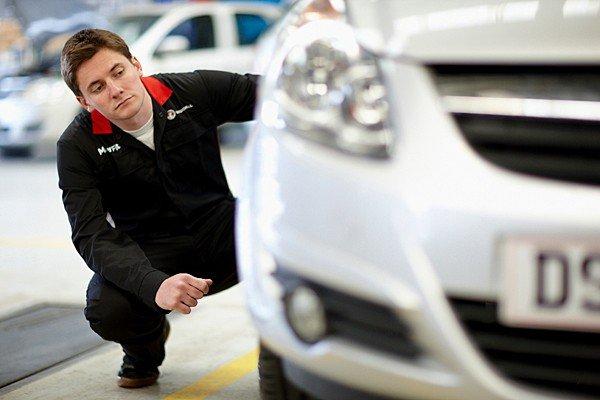 mechanic-inspect-car